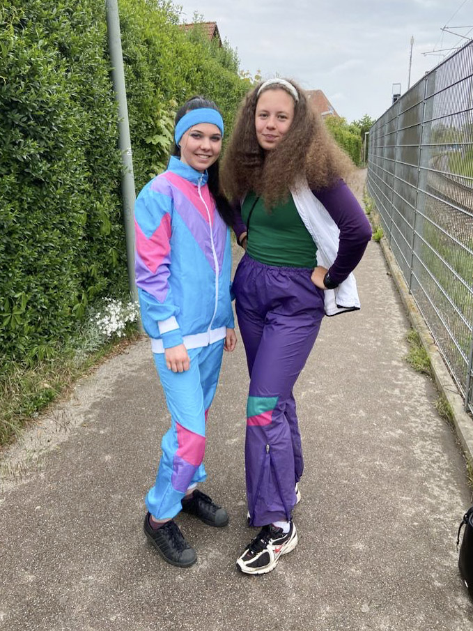 Usually, the school's theme weeks take place in the last five school days before the final exams. This year it was extended to two weeks and included a 90s theme.